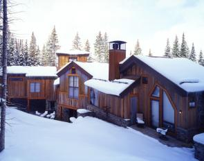 Snowy Mine-Bending Home Exterior
